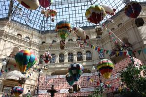 Eine Vielzahl österreichischer und deutscher Unternehmen und Marken haben den Geschäftsaufbau in Russland gut hinter sich gebracht und sind beispielsweise im Kaufaus GUM - am Roten Platz im Zentrum von Moskau - mit eigenen Shops vertreten
