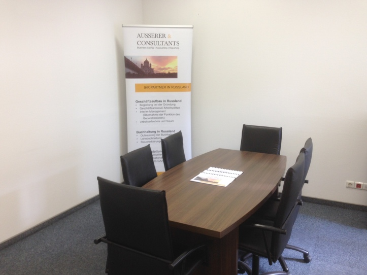 Ausserer & Consultants bietet seinen Kunden in Moskau die Miete von Besprechungsräumen auf Stundenbasis an.