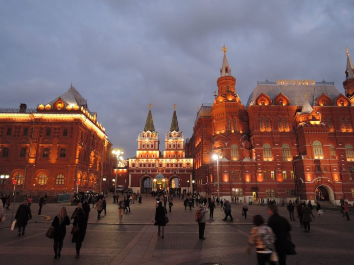 buildings-crowd-moscow
